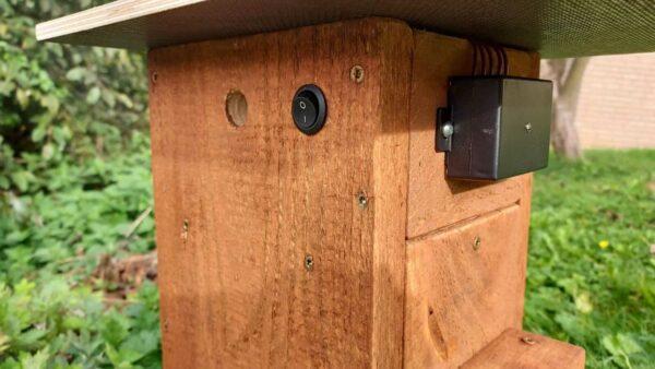 Nistkasten mit Kamera und Beleuchtung - Lichtschalter