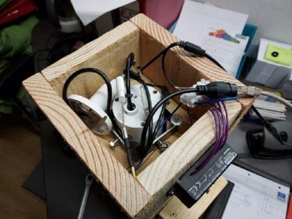 Eignebaute Kamera mit Antenne